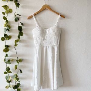 White Daisy Strap Sweetheart Neckline Mini Dress
